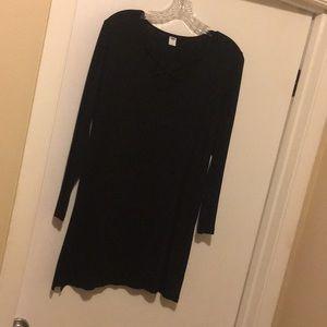 Black shirt, long hem